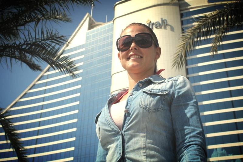 Sussi arbejder som frisør og makeup artist i Dubai