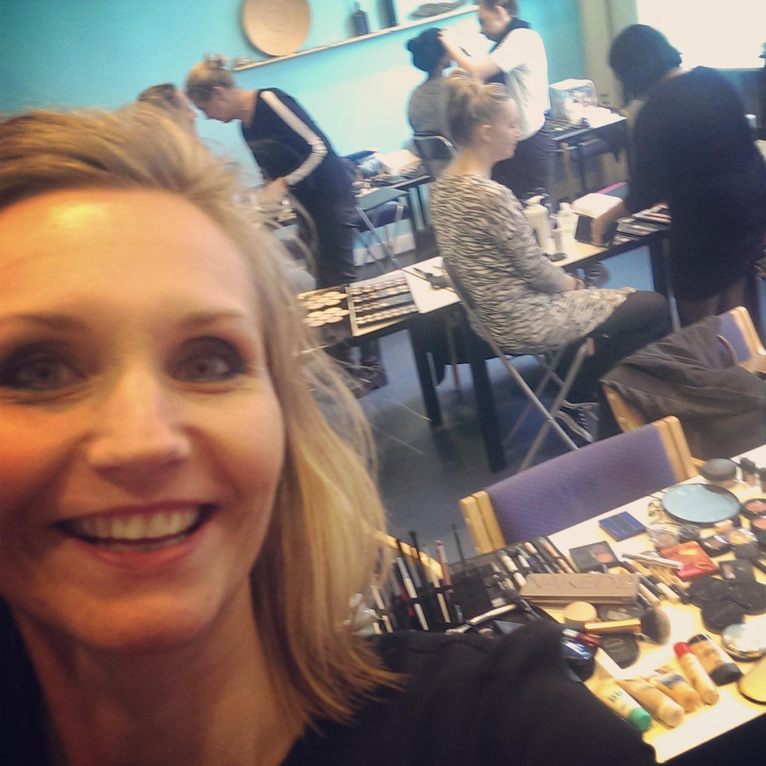 Glad underviser på makeup artist uddannelsen i Århus