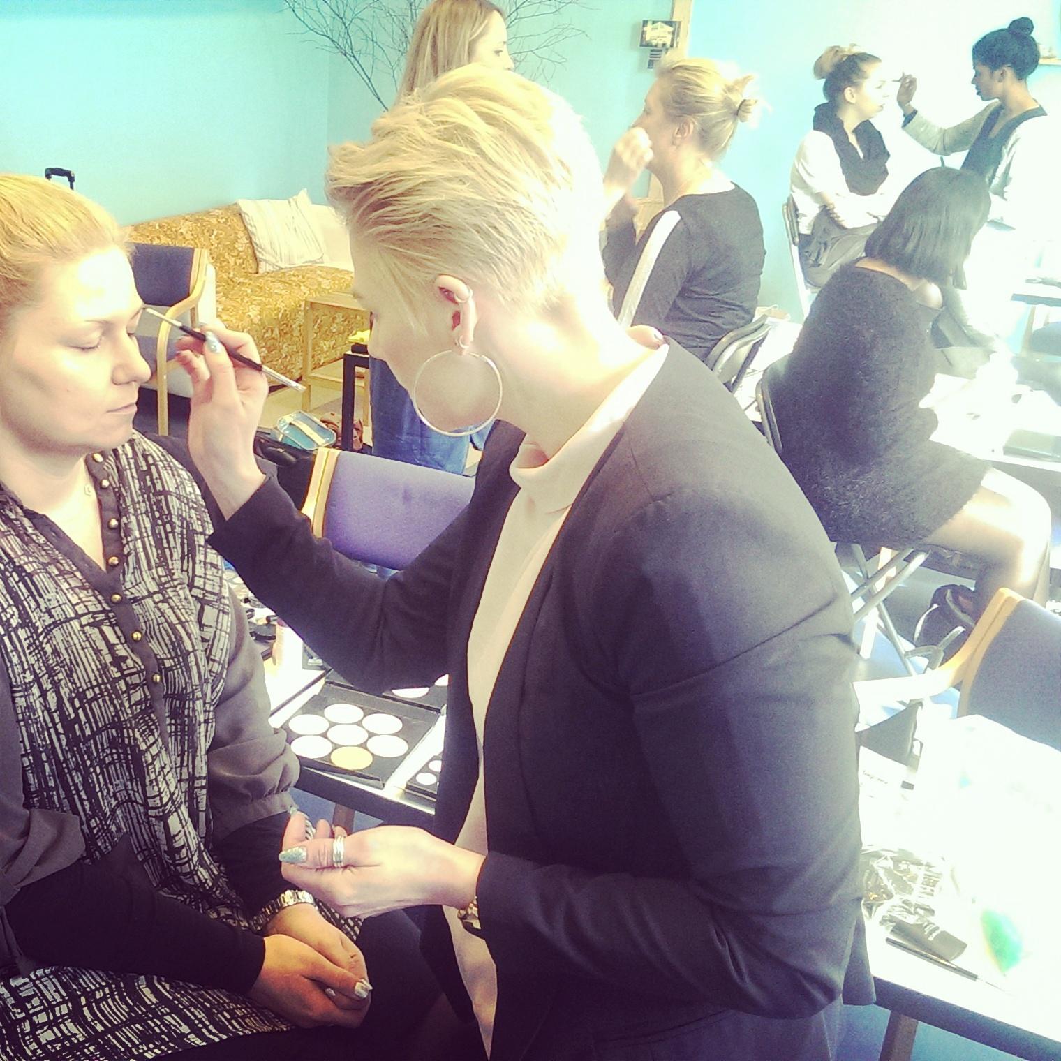 Elever på makeup artist uddannelsen i Århus