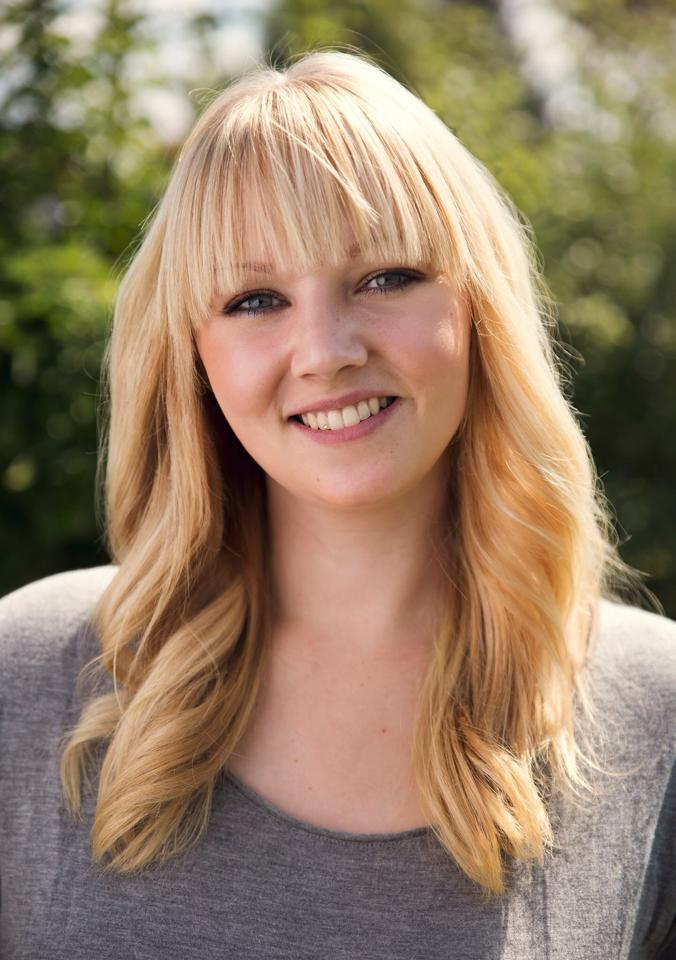 Frisør Camilla Strange videreuddanner sig til makeup artist