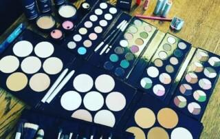 lækkert professionelt makeup kit på makeup artist uddannelsen